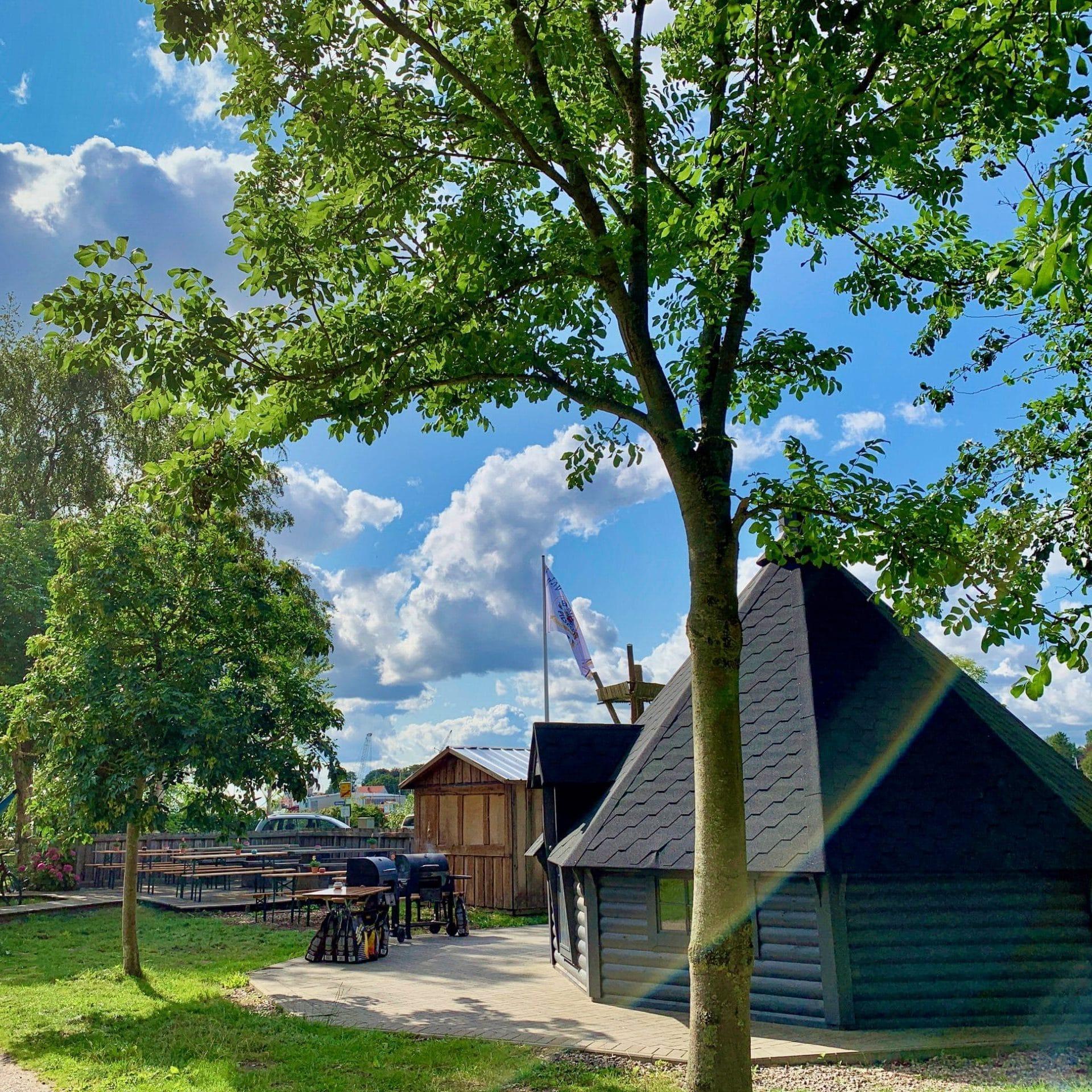 cropped Grillhütte Campfire Biergarten Cafe Schleiwelle Event Nature scaled 1