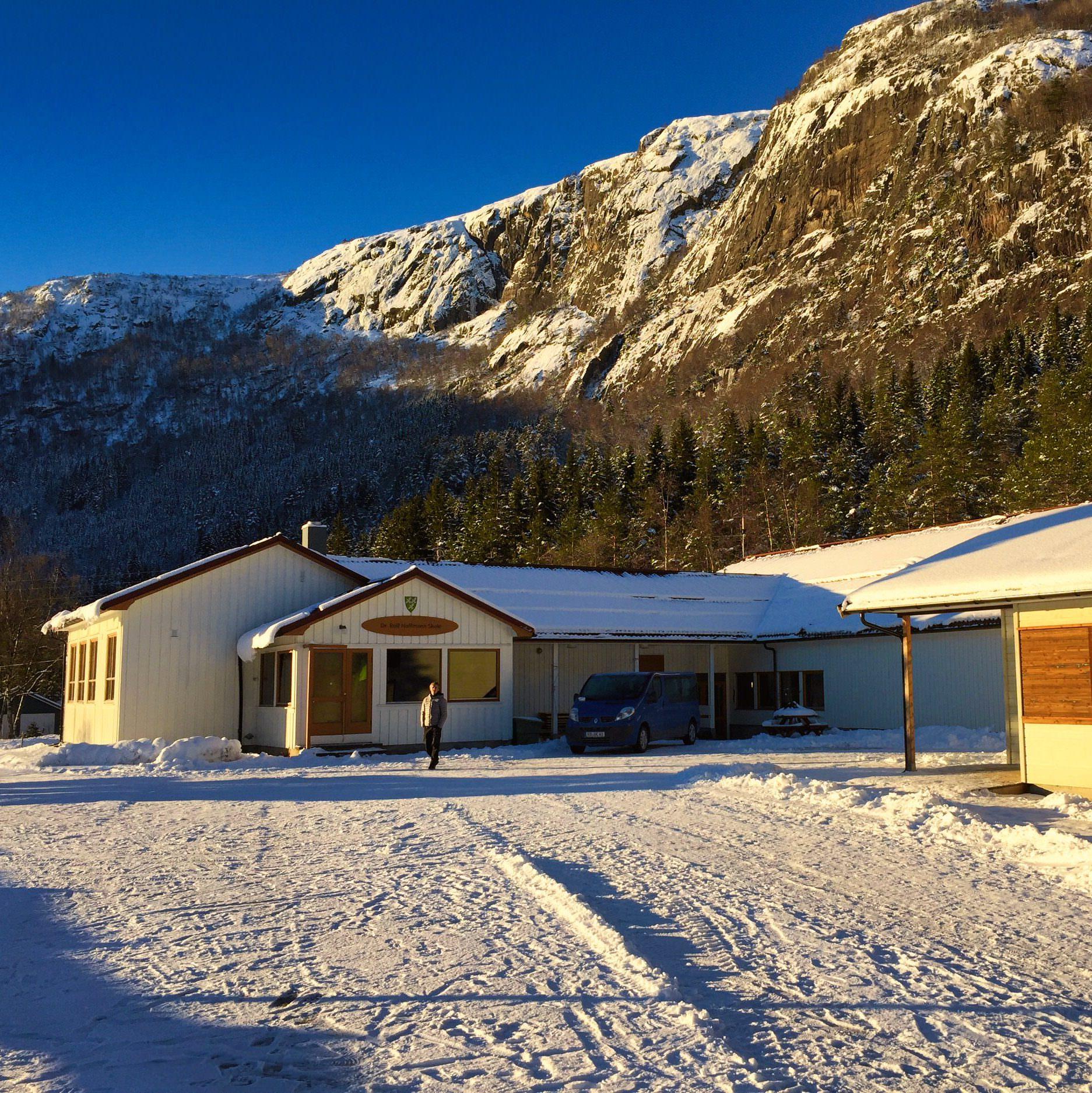 cropped Winter Dr Rolf Hoffmann Skole