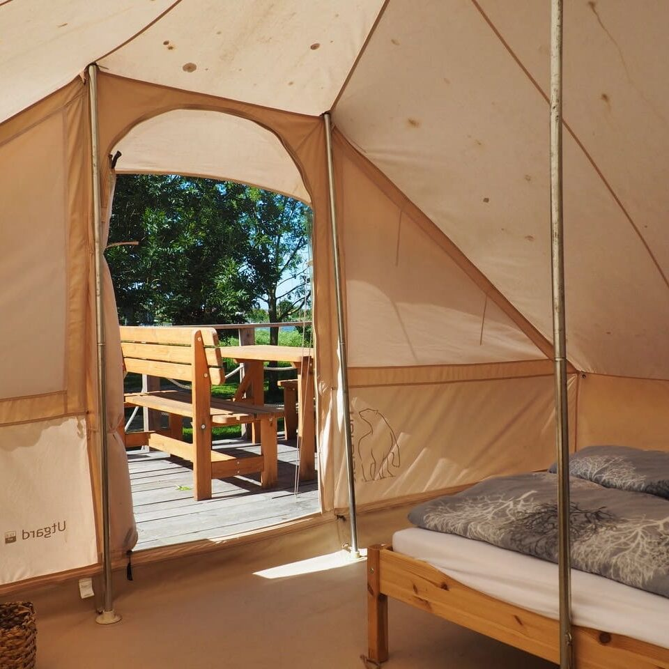cropped Glamping Blick auf die Terrasse Event Nature 1